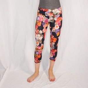ONZIE Mixed Floral Mid Rise Capris Black Leggings